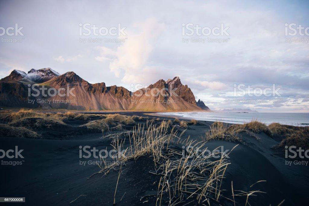 Beautiful sunset black sand beach in Iceland Lizenzfreies stock-foto