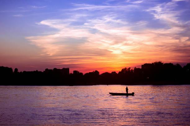 beautiful sunset on danube river - fishman imagens e fotografias de stock