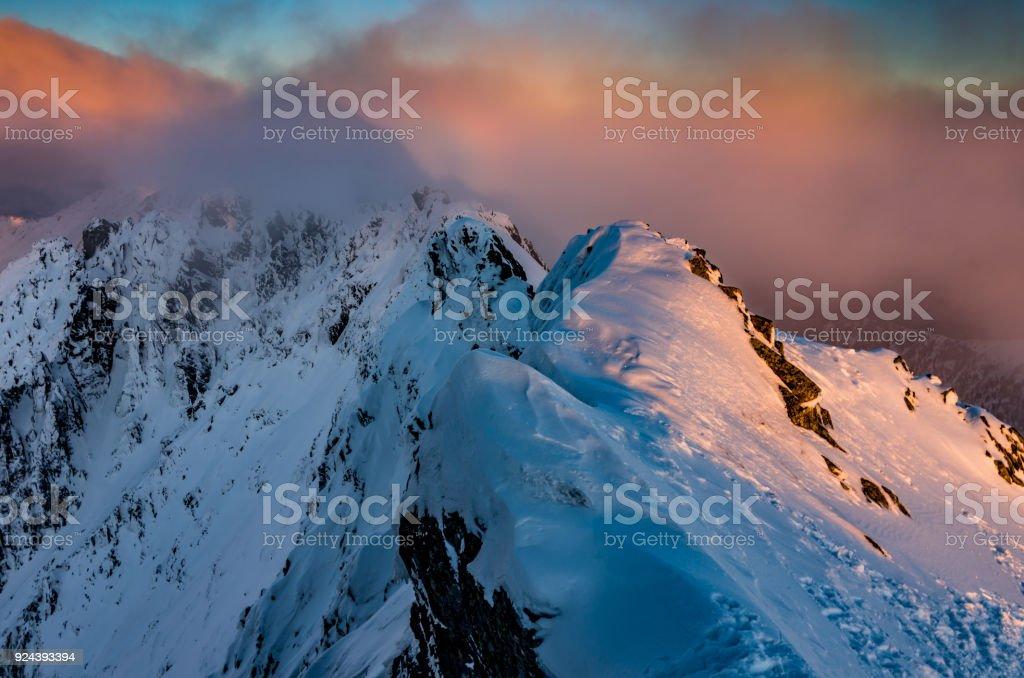 Sonnenuntergang am Mountain Ridge, Winter-Tatra-Gebirge, Polen – Foto