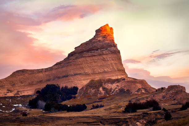 Beautiful Sunset over Mountain peak Beautiful sunset clouds over Scotts Bluff National Monument lenticular cloud stock pictures, royalty-free photos & images