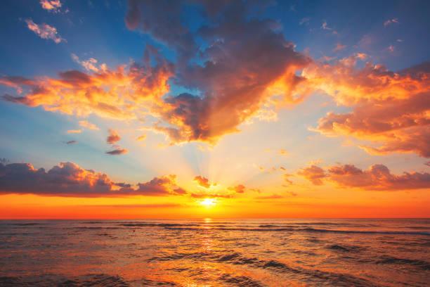 красивый закат над тропическим морем - sunset стоковые фото и изображения