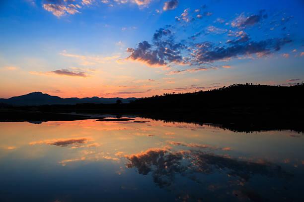 Wunderschöner Sonnenuntergang  – Foto