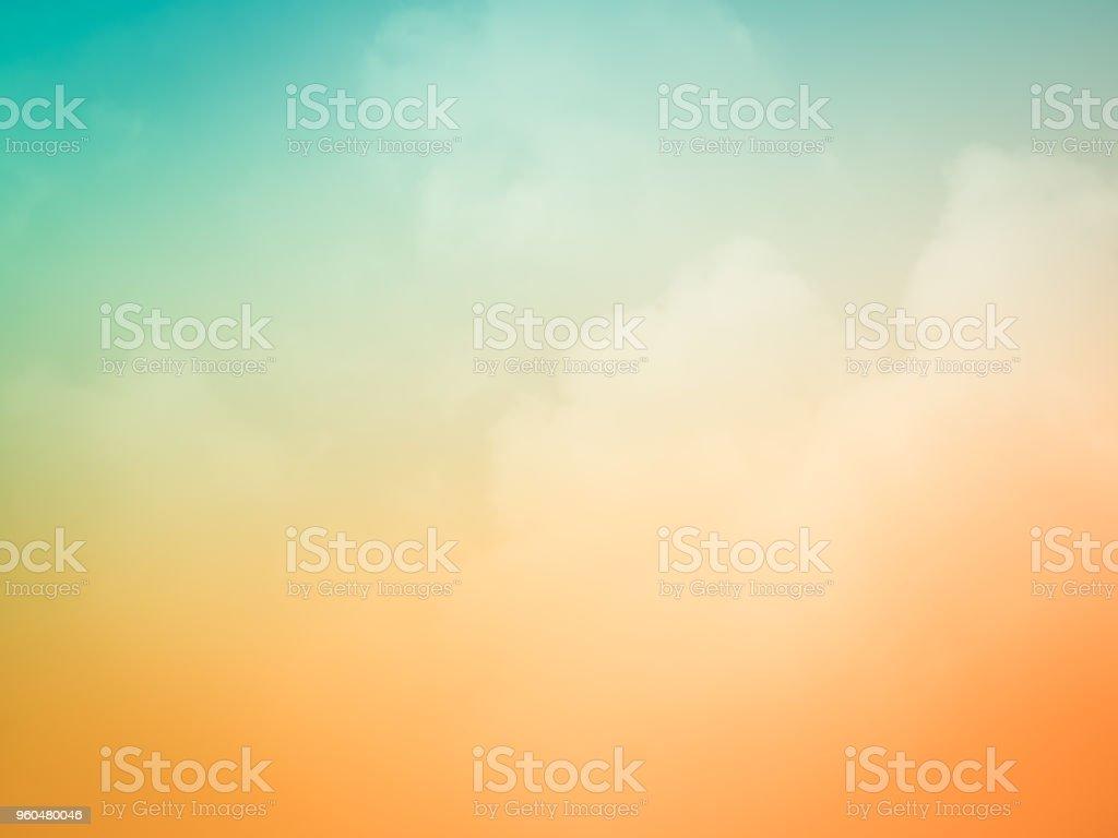 Schönen Sonnenuntergang Himmelshintergrund am Sommer-Natur Lizenzfreies stock-foto