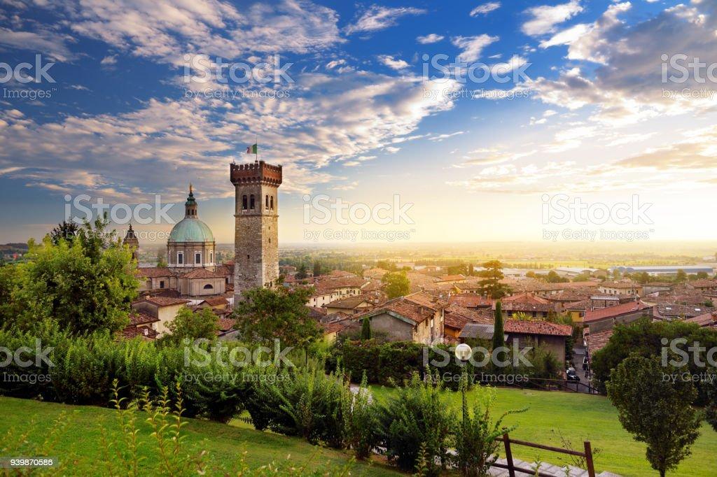Beautiful sunset view of Lonato del Garda, a town and comune in the province of Brescia, Italy - foto stock