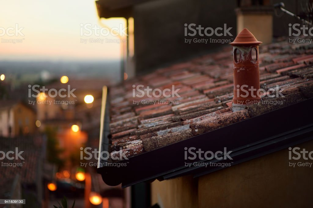 Beautiful sunset view of roofs of Lonato del Garda, a town and comune in the province of Brescia, in Lombardy - foto stock