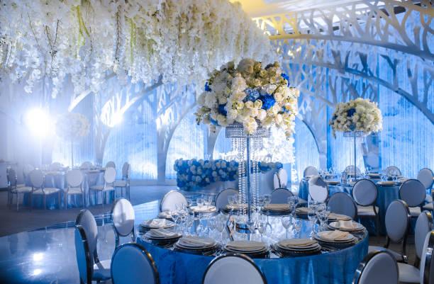 Belle table dressée pour une réception de mariage ou un événement - Photo