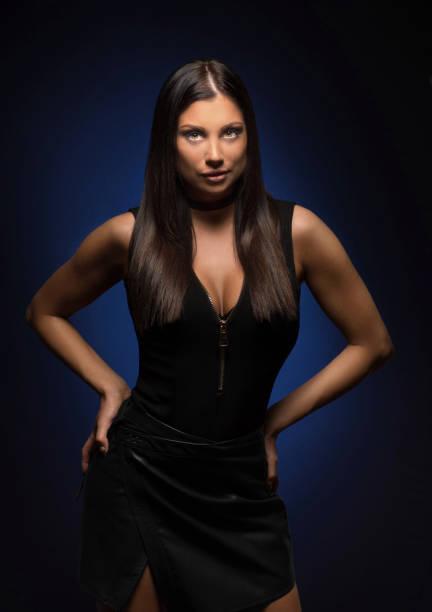 beautiful tan female model posing in leather skirt looking sexy - damen rock braun stock-fotos und bilder