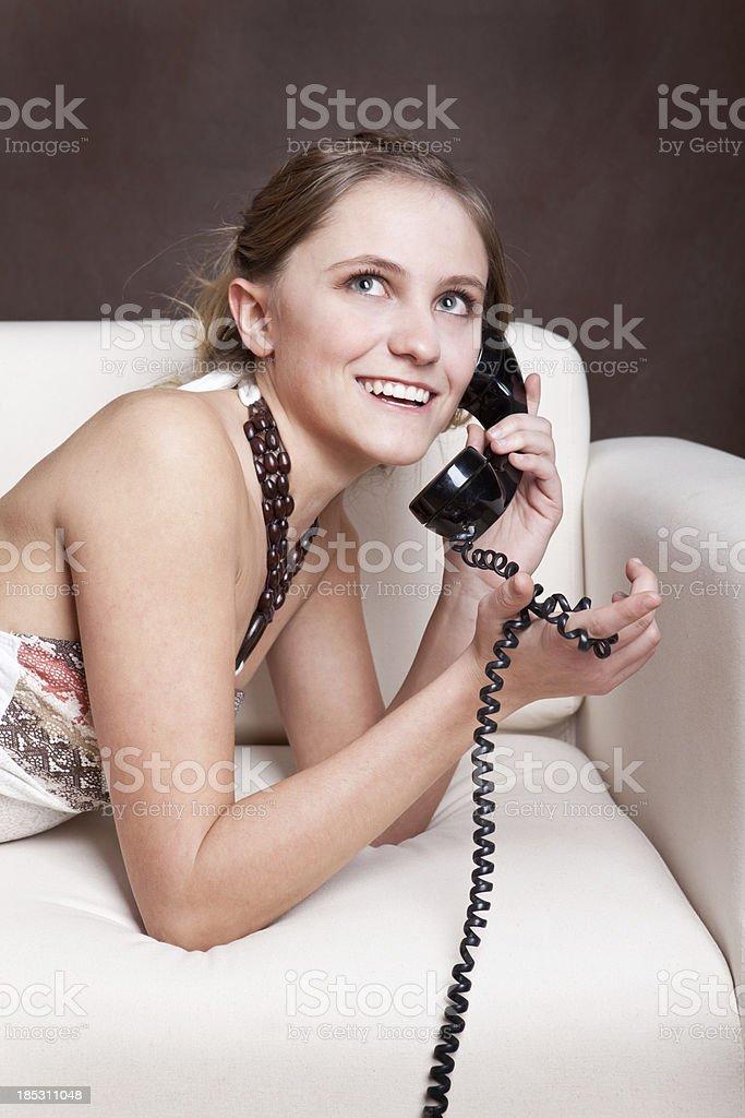 Schöne Teen Mädchen auf Retro Telefon – Foto