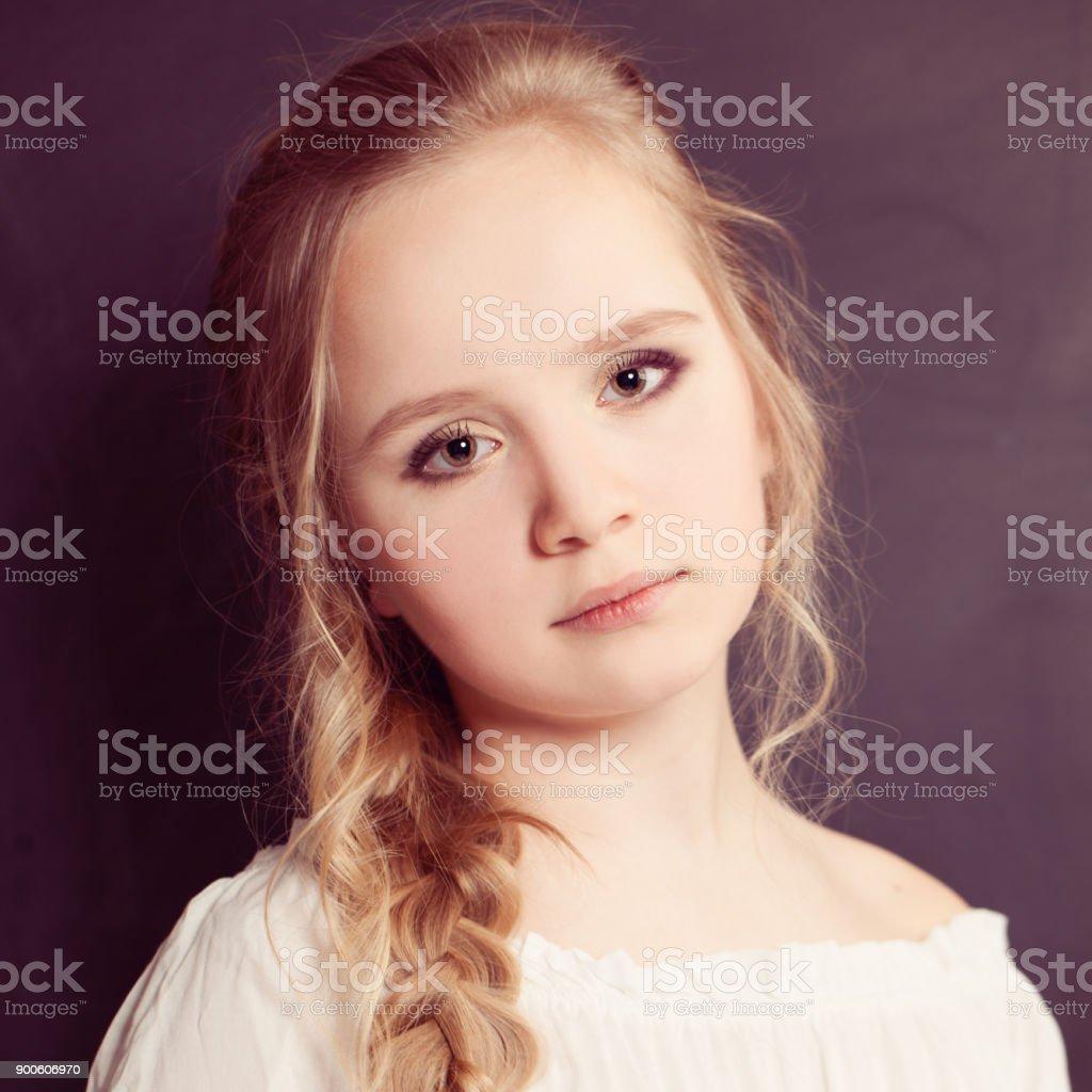 Schöne Teen Mädchen Mit Blonden Haaren Stockfoto Und Mehr
