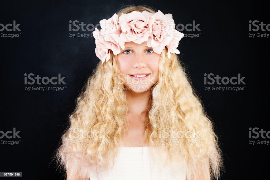 teen mit blonden haaren
