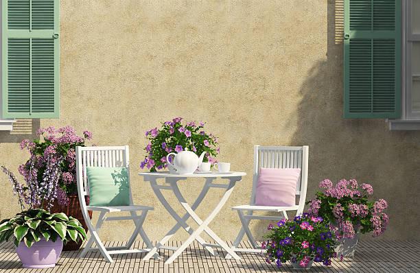 schöne terrasse - stuhlpolster stock-fotos und bilder