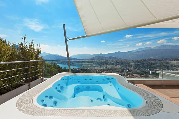 Wunderschöne Terrasse mit Whirlpool – Foto