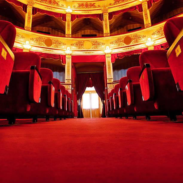 wunderschöne theatre - rot bekümmerte möbel stock-fotos und bilder