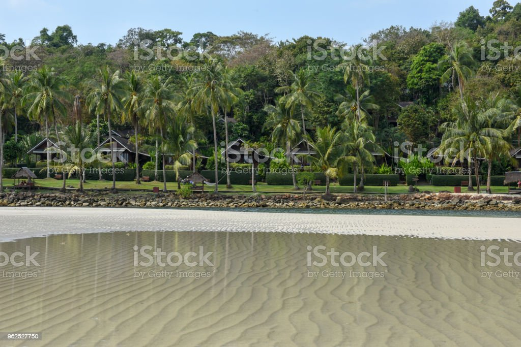 Bela praia tropical na ilha de Koh Kood, Tailândia - Foto de stock de Areia royalty-free