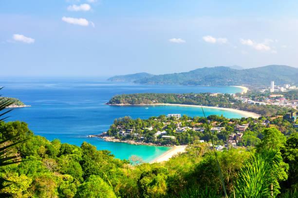 Schöne türkisfarbene Meer und blauen Himmel. – Foto