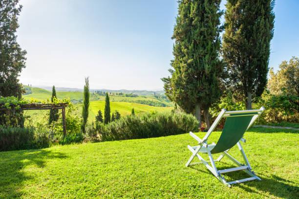Liegestuhl Garten - Bilder und Stockfotos - iStock