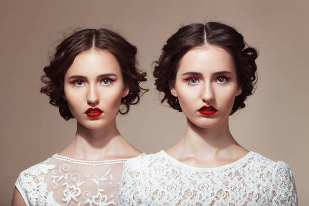 wunderschöne twinsize-betten - zwillinge stock-fotos und bilder
