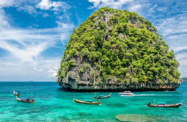 Beautiful uninhabited island in Thailand - foto stock
