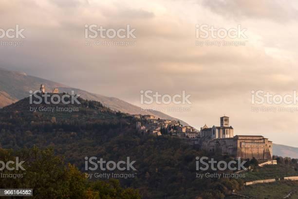 Vacker Utsikt Över Assisi Stad Från En Ovanlig Plats Wi-foton och fler bilder på Arkitektur