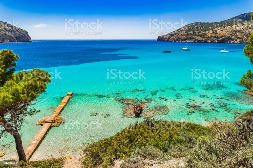 Beautiful view of Camp de Mar bay, idyllic seaside on Majorca, Spain Mediterranean Sea - foto stock