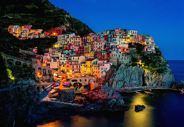 beautiful view of manarola at night - världsarv bildbanksfoton och bilder