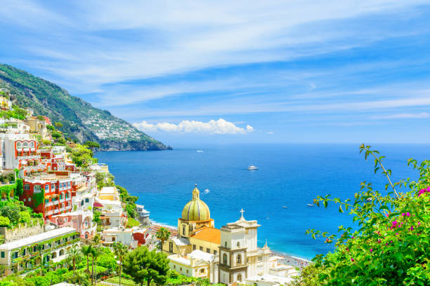 beautiful view of positano town on amalfi coast , campania, italy - mar mediterraneo foto e immagini stock