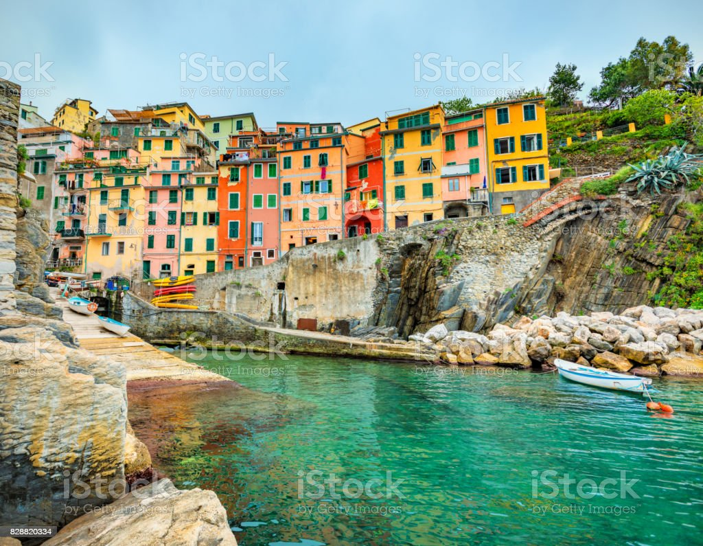 Beautiful view of Riomaggiore in late afternoon light. - foto stock
