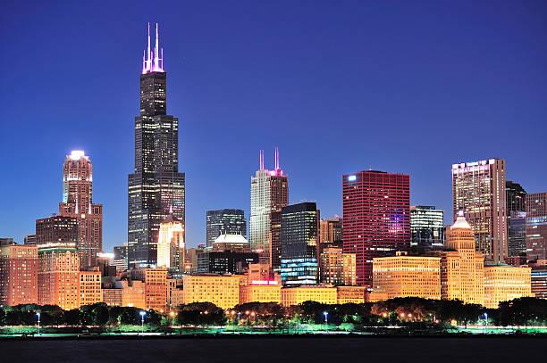 skyline von Chicago bei Dämmerung – Foto