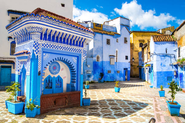 beautiful view of the square in the blue city of chefchaouen. location: chefchaouen, morocco, africa. artistic picture. beauty world - unesco foto e immagini stock