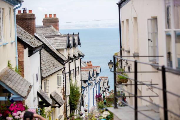 Hermosa vista de las calles de Clovelly, bonito pueblo viejo en el corazón de Devonshire - foto de stock