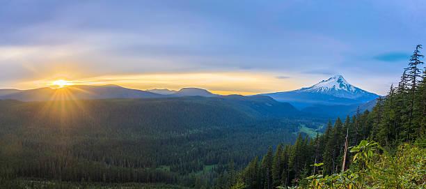 piękny widok na mount hood w stanie oregon, usa - wybrzeże północno zachodnie pacyfiku zdjęcia i obrazy z banku zdjęć