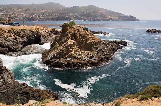 Schönes Wasser und Felsen in der Nähe von La Bufadora – Foto