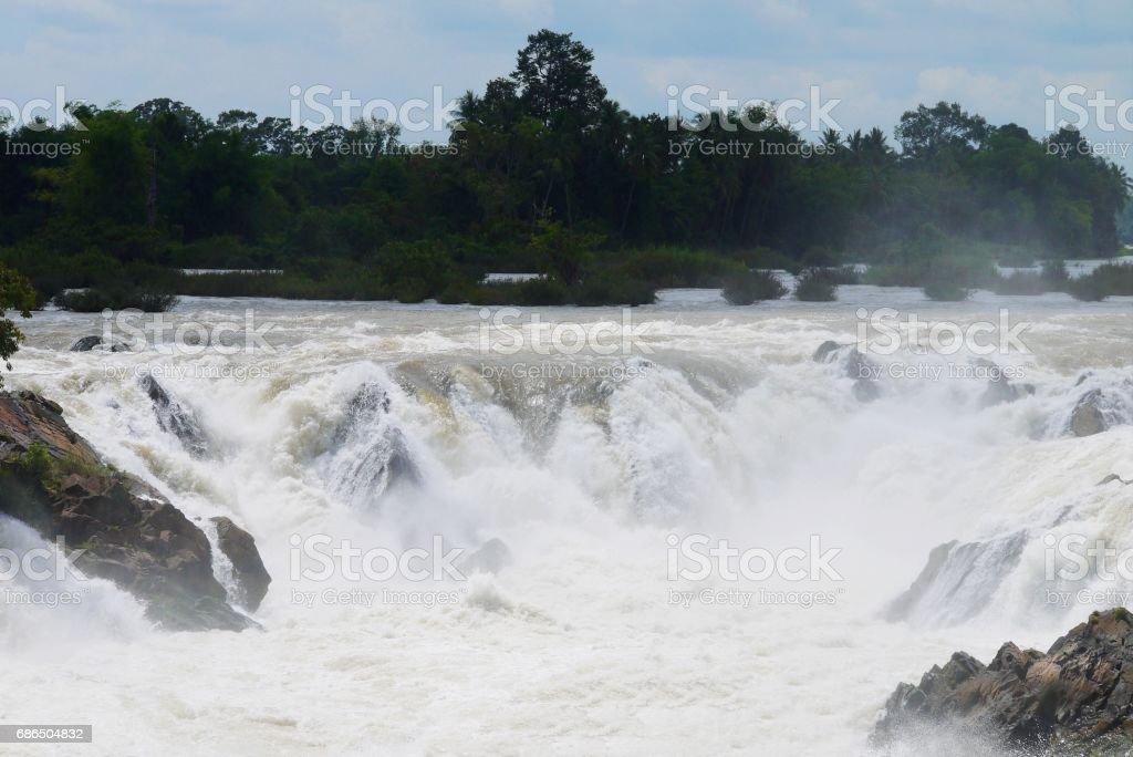 Beautiful water fall in Laos. royaltyfri bildbanksbilder