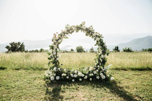 Schöne Hochzeit Bogen der Blumen – Foto
