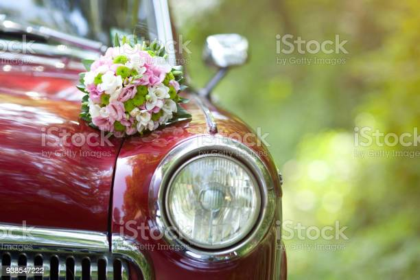 Beautiful wedding bouquet on vintage wedding car picture id938547222?b=1&k=6&m=938547222&s=612x612&h=wzl61p0ha8kocjtaukunkquy0 kmjhq73m71yzzu9bi=