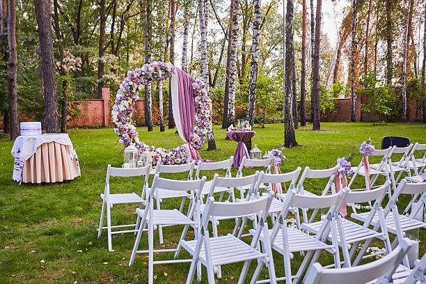beautiful wedding set up.  ceremony place in the forest - grüne wald hochzeiten stock-fotos und bilder