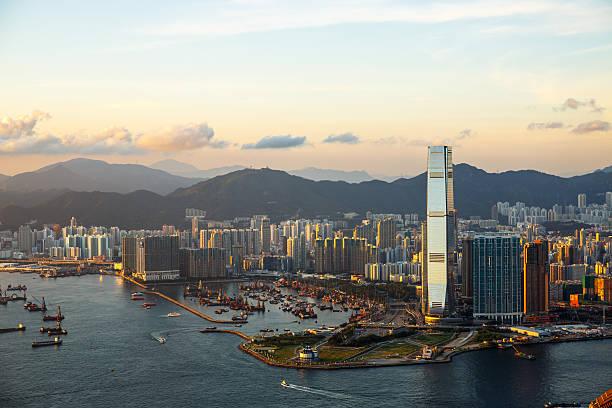 wunderschöne west kowloon sonnenuntergang - kowloon stock-fotos und bilder