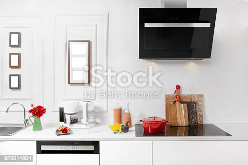 923629650istockphoto Beautiful white kitchen in new luxury home 923614604