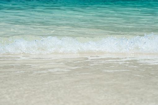 여름 시간 모래 Bech에 푸른 바다의 파도에 부드러운 바다 물결과 아름 다운 하얀 모래 해변 개념 여행입니다 0명에 대한 스톡 사진 및 기타 이미지