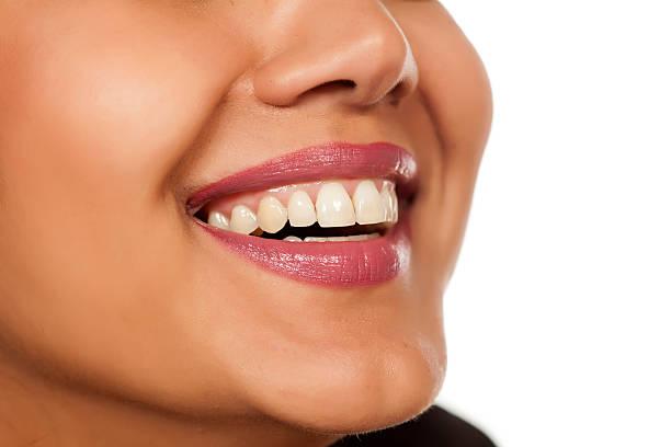 schöne weiße zähne - indianer make up stock-fotos und bilder