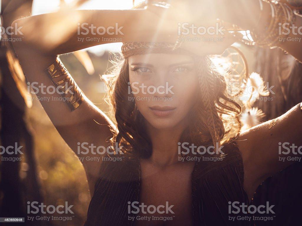 Belo Retrato de menina selvagem sol dourado de luz - foto de acervo