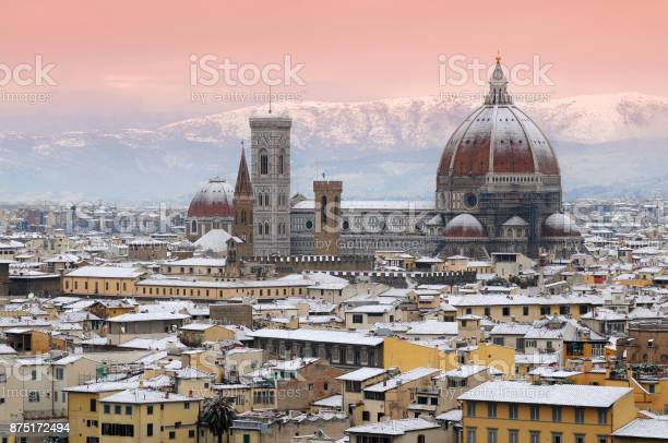 Beautiful winter cityscape of florence with cathedral of santa maria picture id875172494?b=1&k=6&m=875172494&s=612x612&h=npketzd5cchksyg5eqlvzd5i p4ym5ieustrlh 8nmk=
