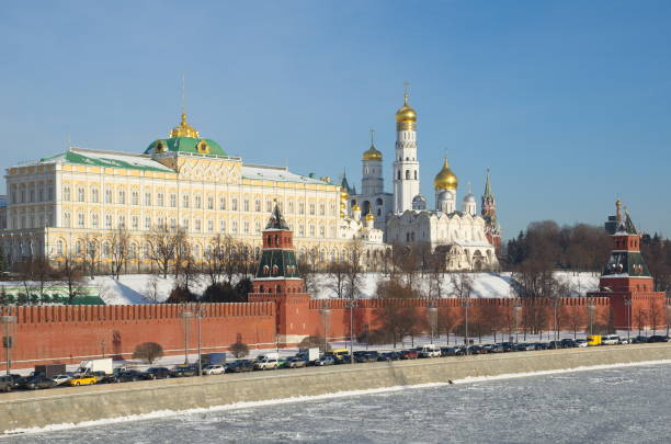 Beautiful winter cityscape with Moscow Kremlin, Russia View of the Moscow Kremlin and Kremlevskaya embankment in a Sunny winter day, Moscow, Russia kremlin stock pictures, royalty-free photos & images