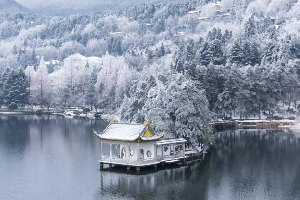 Schöne Winterlandschaft auf dem Lushan – Foto