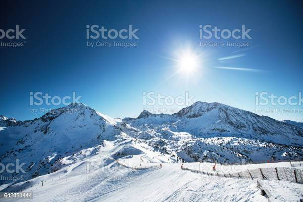 Beautiful winter mountains on a bright sunny day picture id642321444?b=1&k=6&m=642321444&s=612x612&h=992kvdrnknlytql9gpjl socdu gv9ox5pifwdn8yxe=