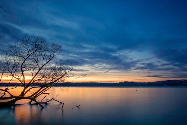 Schönen Winter Sonnenuntergang am Starnberger See – Foto