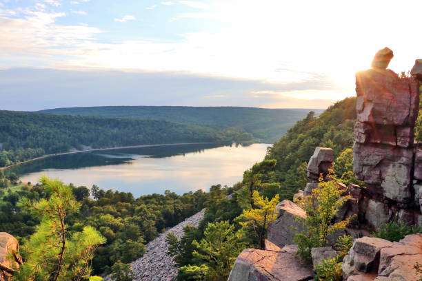 """Beautiful Wisconsin summer nature background. Areal view on the South shore beach and lake from rocky ice age hiking trail during sunset. Devil""""u2019s Doorway location. Devil""""u2019s Lake State Park, Baraboo area, Wisconsin, Midwest USA. wisconsin stock pictures, royalty-free photos & images"""