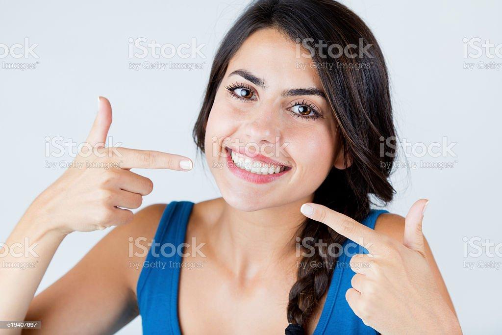 Schönes Lächeln mit perfekten.  Isoliert auf weiß. - Lizenzfrei Attraktive Frau Stock-Foto