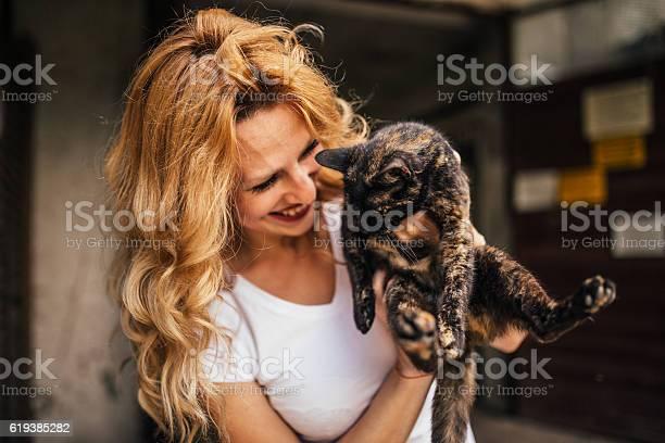 Beautiful woman and her cat picture id619385282?b=1&k=6&m=619385282&s=612x612&h=qf5baki8l zxayx8f77zas6rri8wdwn cw7q5u1wdda=