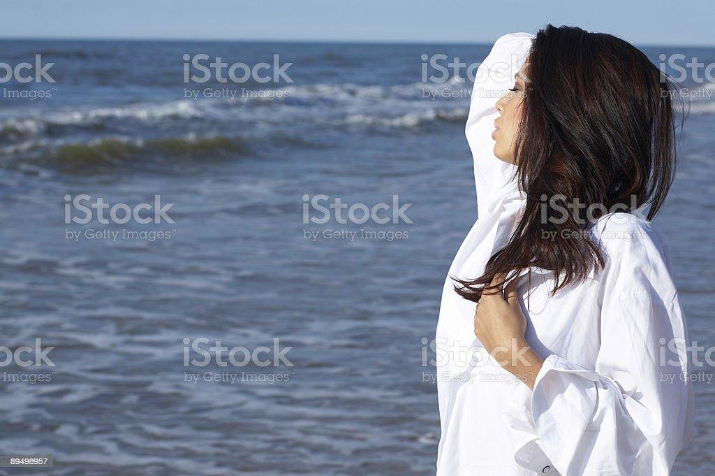 Bella donna in mare foto stock royalty-free